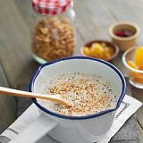 Quinoa porridge with dried fruits